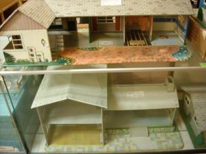 MCM Doll houses